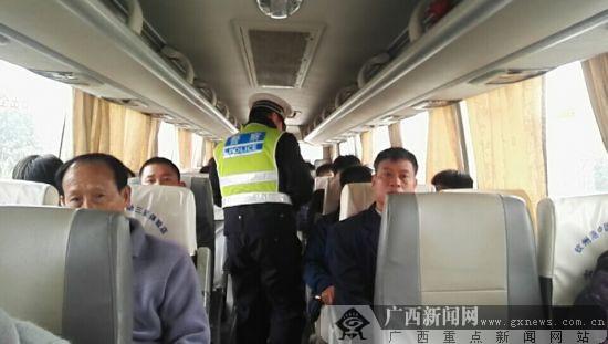 钦州微信红包群:交警严查交通违法行为 力保春运开局