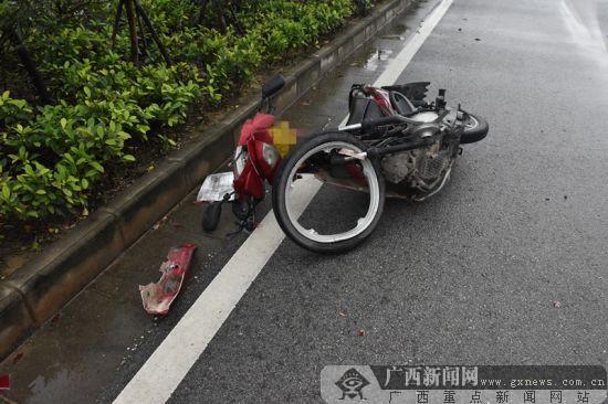 钦州:轻型货车和摩托车相撞致一死一伤(图)