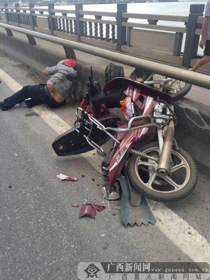 钦州:大货车撞倒摩托车致人受伤 半小时后被查获