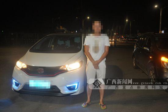追求个性忽视安全 两车主非法改装刺眼车灯被处罚