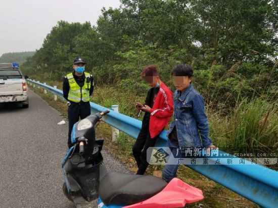 四名未成年人驾驶摩托高速兜风 幸亏交警及时发现